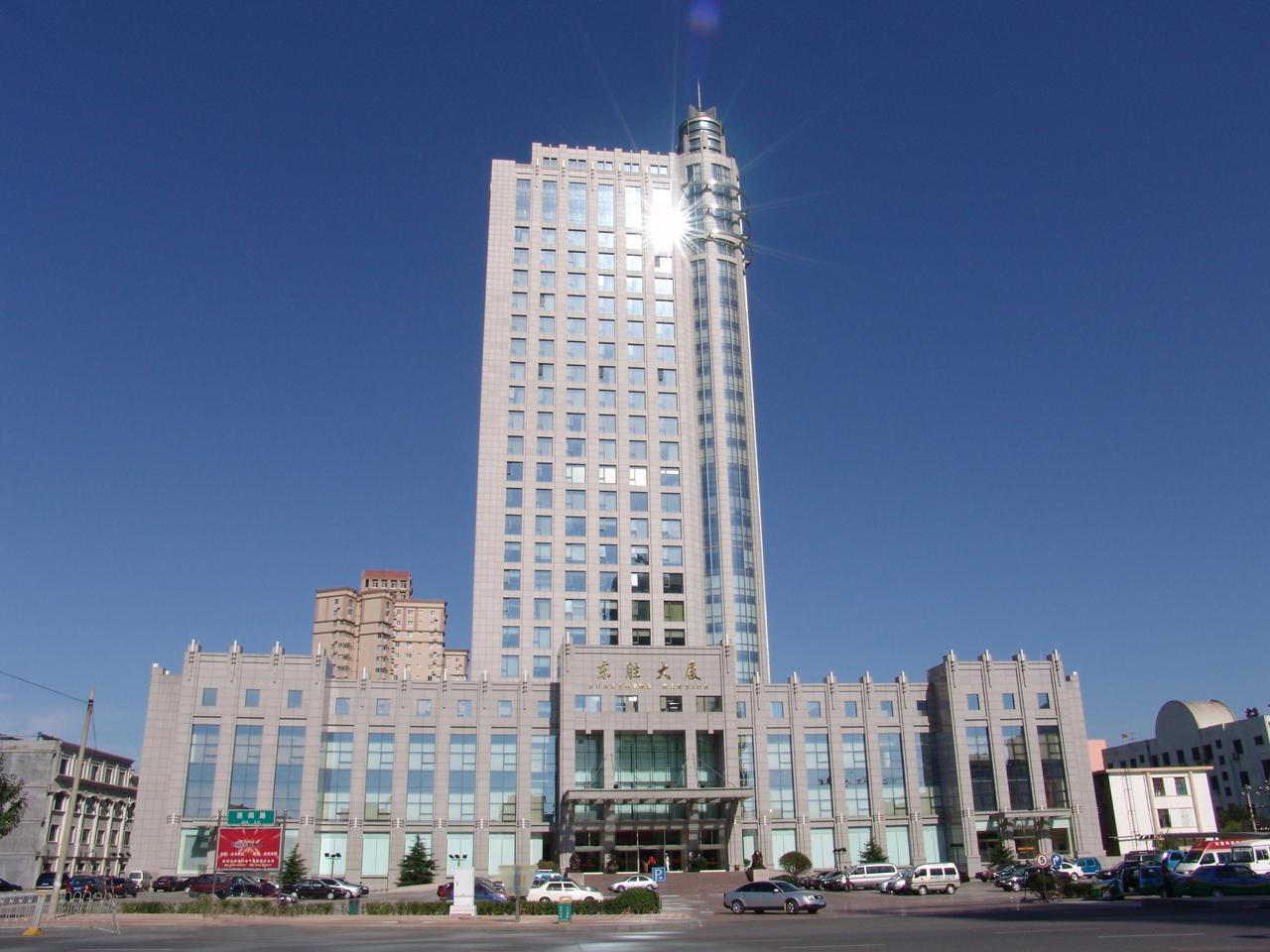 服装英才网 教培英才网  酒店采用新古典欧式建筑风格,外观设计新颖
